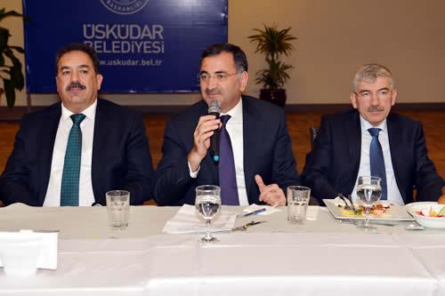Üsküdar Belediye Başkanı Mustafa Kara, 31 Mart tarihinde veda edeceği görevi için Üsküdar'da 5 yıl süresince birlikte mesai harcadığı çalışma ''arkadaşlarım'' olarak ifade ettiği Üsküdar'ın çeşitli kurum ve kuruluşlarından çok sayıda temsilciyle ve yerel basın temsilcileriyle Kirazlıtepe Yaşam Merkezi'nde düzenlenen akşam yemeğinde vedalaştı.