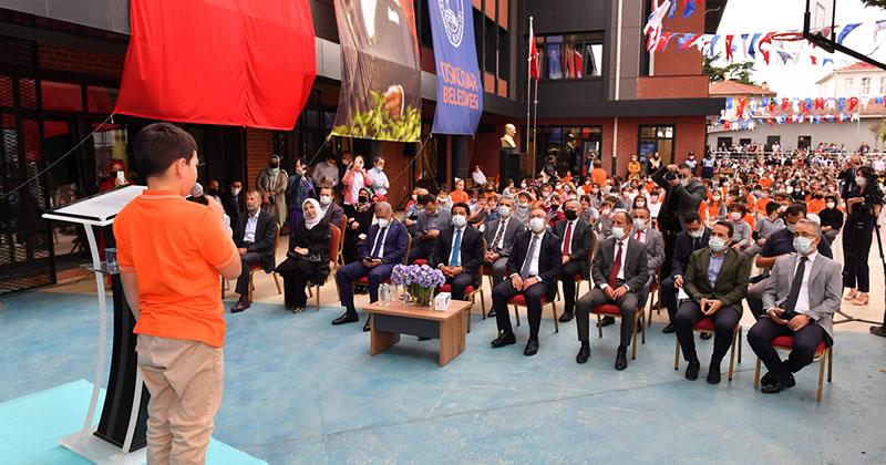 Üsküdar'da 2021-2022 Eğitim Öğretim yılı açılışı Küplüce Cahit Zarifoğlu İlkokulu'nda yapılan törenle gerçekleşti.