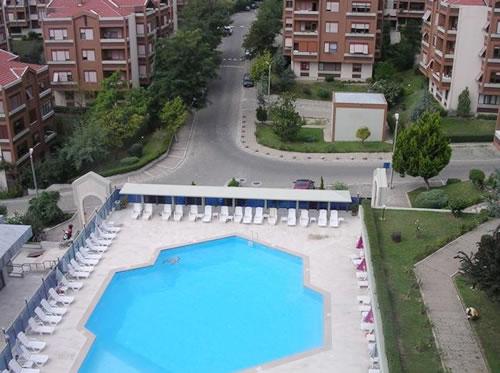 Üsküdar, Çengelköy'de bulunan Orme Sitesi'nde ortak kullanıma açık havuzda site sakinlerine ''Bikini Dayatması''...