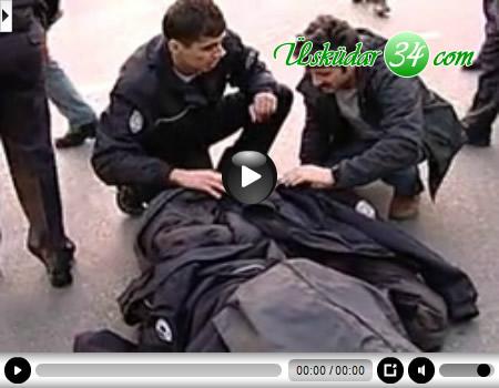 Üsküdar'da şüpheli bir aracı durdurarak incelemek isteyen polis memuruna seyir halindeki bir araç çarptı.