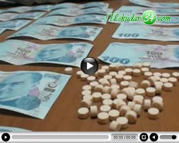 Üsküdar'daki Harem Otogarı'nda şüpheli 4 kişiyi takibe alan polis, şahısların üzerinde sahte para ve uyuşturucu madde ele geçirdi.