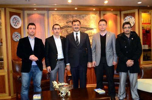 Sultanbeyli Anadolu İmam Hatip Lisesi Mezunları ve Mensupları Derneği, Üsküdar Belediye Başkanı Mustafa Kara'yı ziyaret etti.