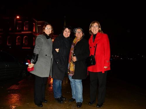 Kadın Muhtarlar Boğaz manzarası önünde fotoğraf çektirmeyi de ihmal etmediler.