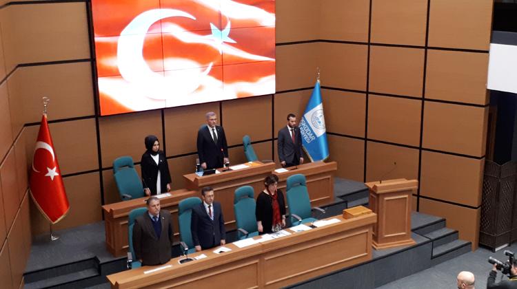 8 Mart Pazartesi günü Cumhur İttifakı ve Millet İttifakı Belediye Meclis Üyeleri'ni Üsküdar Belediye Meclisi ilk toplantısını gerçekleştirmek üzere bir araya getirdi.