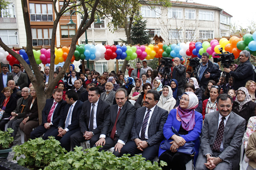 Üsküdar Belediyesi, geçtiğimiz ay Medeniyet Üniversitesi ile işbirliği halinde hizmete aldığı Üsküdar Çocuk Üniversitesi'nin ardından bir başka ilke de imza attı.
