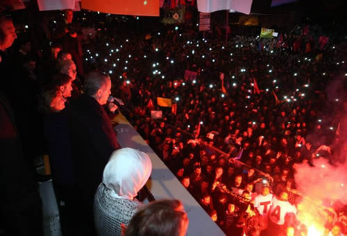 Başbakan Erdoğan, ''Egemenlik kayıtsız şartsız yargının değildir. Egemenlik kayıtsız şartsız yürütmenin değildir. Egemenlik kayıtsız şartsız milletindir, milletin.''