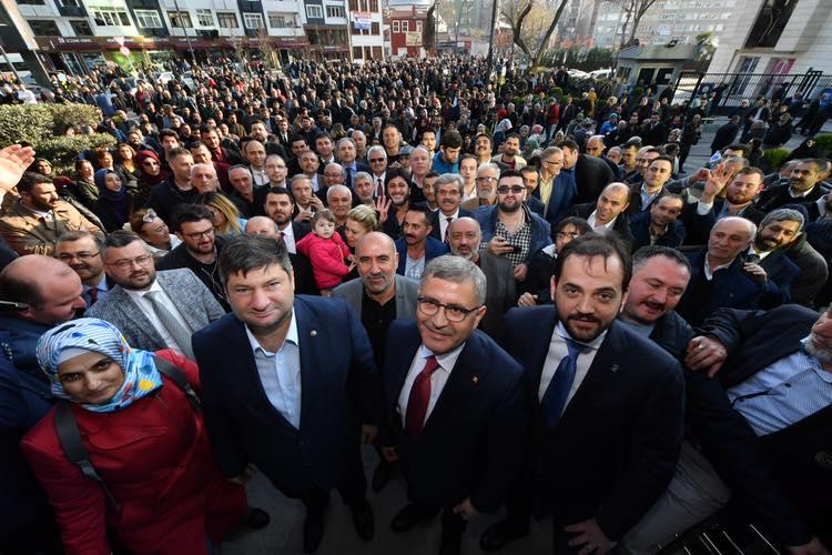 Hilmi Türkmen Üsküdar İlçe Seçim Kurulu'ndan Mazbatayı alarak ilk açıklamasını yaptı; ''Artık bütün Üsküdarlıların Belediye Başkanıyım''.