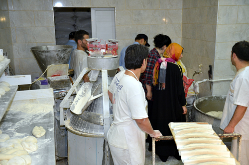 Üsküdar Belediyesi Zabıta ve Ruhsat Müdürlüğü ekipleri Ramazan öncesi, ilçedeki fırınlara ve gıda imalatı yapan firmalara yönelik denetimlerini sürdürüyor.