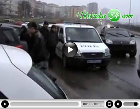Üsküdar'da gaspçılar, bankadan para çeken şirket elemanlarını bindiği araca arkadan takip sırasında lüks ciple çarptı.