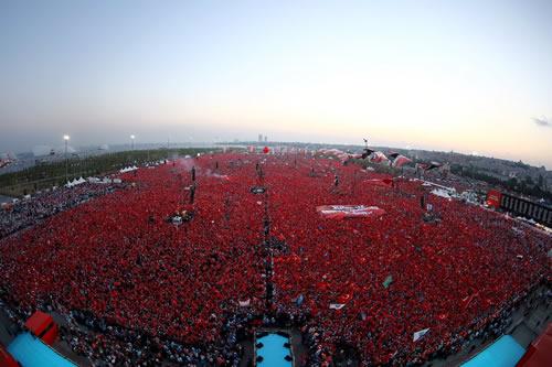 Yenikapı'da düzenlenen ''Demokrasi ve Şehitler Mitingi''ne yaklaşık 5 milyon vatandaşla rekor düzeyde katılım olduğu bildirildi.