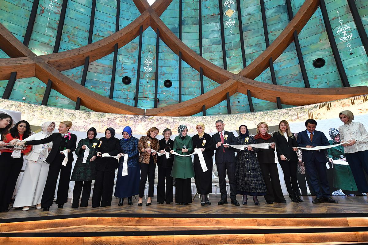 Zirve, Türkiye'nin ilk Osmanlı Saray Müzesi'nin açılışıyla sona erdi.