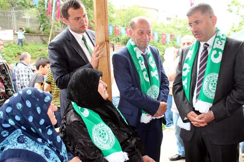 Üsküdar Belediye Başkanı Hilmi Türkmen, Güzeltepe Mahallesi yeni muhtarlık hizmet binası açılışı öncesinde mahallelilerle sohbet etti