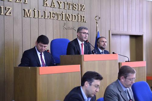 Türkmen, ''Projemizde altı otopark, üstü meydan olacak şekilde projemizde sona gelmiş bulunmaktayız'' dedi.