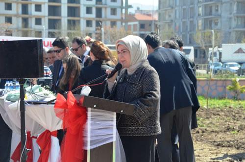 Başbakan Recep Tayyip Erdoğan'ın eşi Emine Erdoğan, Çanakkale'de Ali Ağaoğlu okul öncesi eğitim biriminin açılışını yaptı.