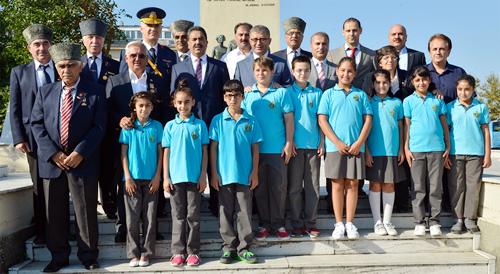 30 Ağustos Zafer Bayramı ve Türk Silahlı Kuvvetleri Günü kutlamaları kapsamında Üsküdar Şemsipaşa Meydanı'nda tören düzenlendi.