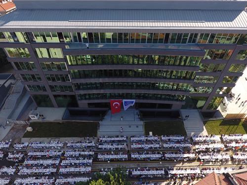 Üsküdar Belediyesi'nin yeni hizmet binası coşkuyla açıldı