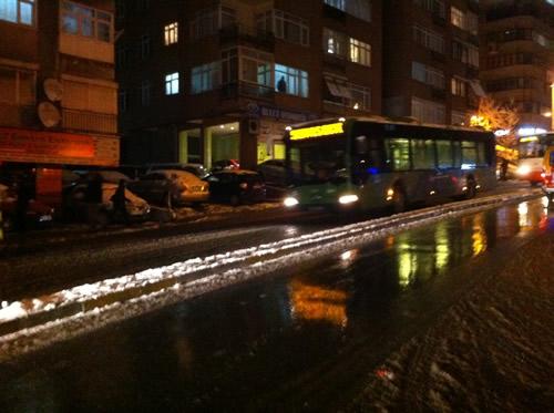 Üsküdarlılar özellikle Üsküdar Merkezinde bulunan Horhor durağında adeta mahsur kaldılar.