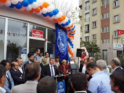 Üsküdar Belediyesi tarafından yaptırılan Ünalan Mahalle Muhtarlığı düzenlenen törenle hizmete açıldı.