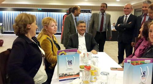 Kadın Muhtarlar Derneği üyeleri Üsküdar Belediye Başkanı Hilmi Türkmen'in misafiri oldu.