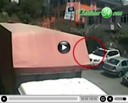 Üsküdar'da, dalgın iş adamının aracının üzerinde unuttuğu çantanın içinden yaklaşık 35 bin lira çıktı