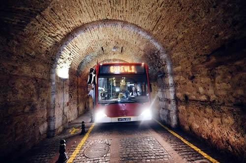 230 metre uzunluğundaki Beylerbeyi Sarayı Tüneli yeniden trafiğe açılıyor.