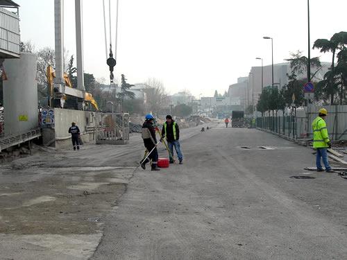 Bağlarbaşı İstasyon çalışmaları kapsamında trafiğe kapatılan yollar, 2 şerit olarak yaya ve araç trafiğine açılıyor.