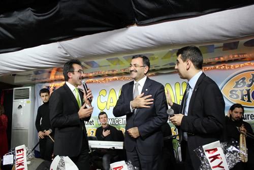 Çamoluk'un Berdiye Dağı etekleri üzerine kurulu olan Akyapı Köyü Derneği'nin dayanışma gecesinde Üsküdar Belediye Başkanı Mustafa Kara'ya şaşırtan bir istek yöneltildi.