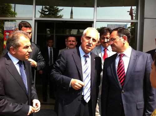 İstanbul Valisi Hüseyin Avni Mutlu ilçe gezilerine Üsküdar'la devam etti.