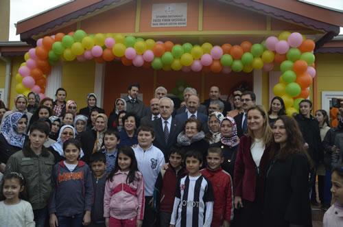 Ba�bakan Recep Tayyip Erdo�an'�n e�i Emine Erdo�an'�n himayelerinde �sk�dar'da kurulan Toplumsal Geli�im Merkezi E�itim ve Sosyal Dayan��ma Derne�i (TOGEMDER)