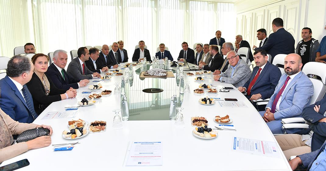 İstanbul Büyükşehir Belediye Başkanı Ekrem İmamoğlu, Üsküdar Belediyesi'ni ziyaret etti.
