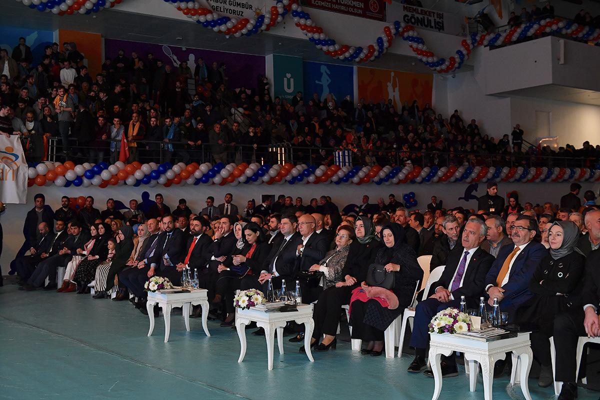 Üsküdar Belediye Başkanı Hilmi Türkmen, Proje ve Aday Tanıtım Toplantısı'nda Üsküdar'da hayata geçirmeyi planladıkları 41 dev projeyitanıttı.