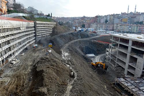İki etap ve toplamda 84 bin 600 metre kare kapalı alandan oluşacak Çavuşdere Kongre Merkezi ve Belediye Hizmet Binası projesinin ilk etabının 2016 yılının Nisan ayında, 2. etabının ise 2017'de bitirilmesi amaçlanıyor.