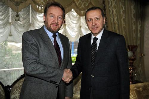 Başbakan Recep Tayyip Erdoğan, 10 Şubat Cuma akşamı geçirdiği ameliyatın ardından ilk kez görüntülendi.