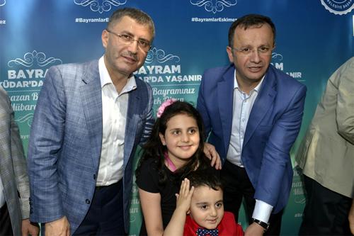 Başkan Türkmen'in konuşmasından sonra AK Parti İlçe Başkanı Halit Hızır ve Üsküdar eski belediye başkanı Mustafa Kara'da birer konuşma yaparak programa katılanların bayramlarını tebrik ettiler.