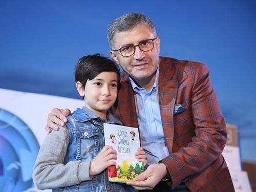 Üsküdar Belediyesi, ilk orucum ilk iftarım adıyla Bağlarbaşı Kültür Merkezi'nde binlerce Üsküdarlı çocuklar ve aileleriyle iftar yaptı.