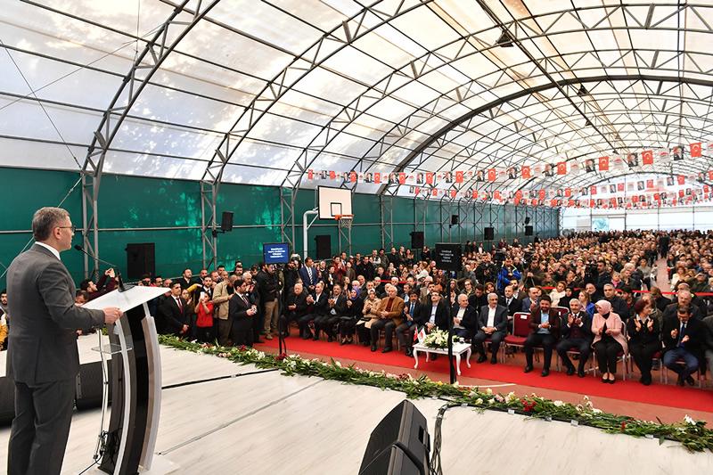 Başkan Hilmi Türkmen ise yaptığı konuşmada ''İmar planları ile başladığımız bu süreçte bu günlere geldik. Bu bir lütuf değil tamamen hakkınız olan evlerinizin tapularına kavuşuyor olmanız bizi memnun etmiştir'' dedi