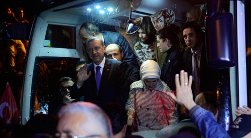 Erdoğan, ''Hep beraber 30 Mart'ı yeni Türkiye için bir milat olarak ilan etmeye var mıyız?'' sözlerine de vatandaşlar, ''Varız'' dedi.