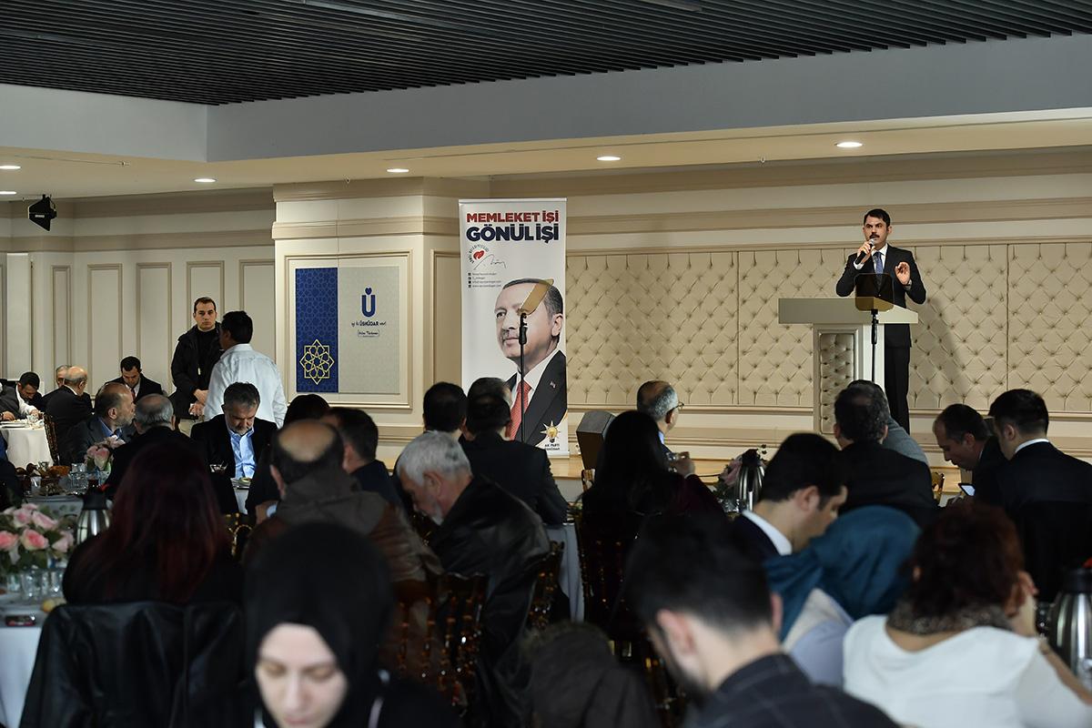 Çevre ve Şehircilik Bakanı Murat Kurum, Üsküdar Kirazlıtepe'de tapu sorunun 57 yıldır çözülmediğini belirtti
