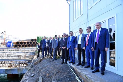 Hilmi Türkmen ile birlikte basının karşısına geçen Mevlüt Uysal, Meydan Projesi'nin 6 ay içinde tamamlanacağını, Üsküdar-Ümraniye-Çekmeköy Metrosu'nun da 1 ay içinde açılacağını müjdeledi. Açıklamanın ardından, Üsküdar'daki şantiyeler gezildi.
