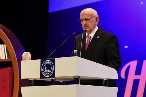 TBMM Başkanı İsmail Kahraman Cumhurbaşkanı Recep Tayyip Erdoğan'ın kitaba olan ilgisinin Milli Türk Talebe Birliği günlerinde de yüksek olduğunu söyledi
