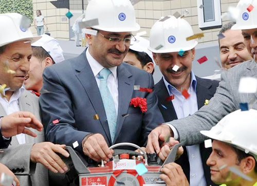 Üsküdar Belediyesi Kirazlıtepe Yaşam Merkezi'nin temel atma töreni Başkan Mustafa Kara'nın katılımıyla gerçekleşti.
