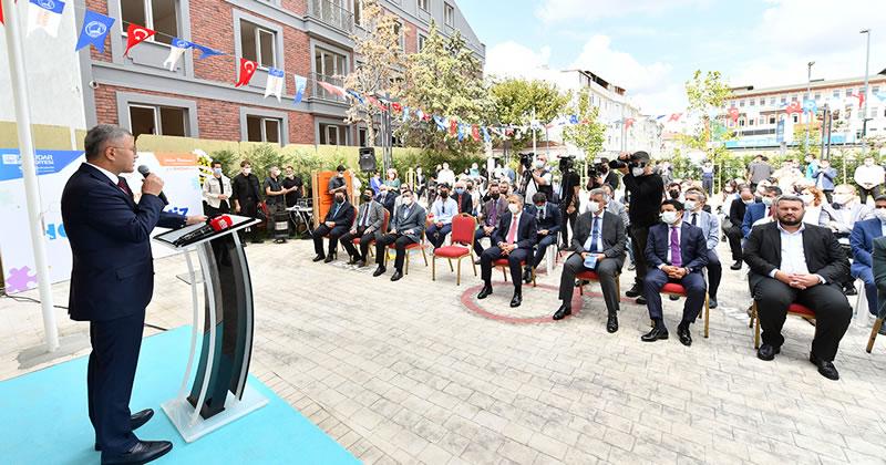 Üsküdar Belediye Başkanı Hilmi Türkmen, belediye olarak Otizm Merkezi ile sosyal belediyecilikte bir ilki daha gerçekleştirdiklerine dikkat çekti