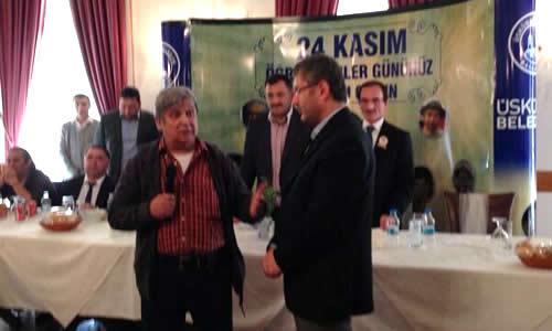 Üsküdar Belediye Başkan Yardımcısı Hilmi Türkmen oldukça samimi geçen ortamda Halit Akçatepe'ye filmin meşhur soba sahnesini sordu. Kopya çekmek için sobanın içine gizlenen namı diğer Güdük Necmi sahnenin film hilesi olduğunu söyledi.