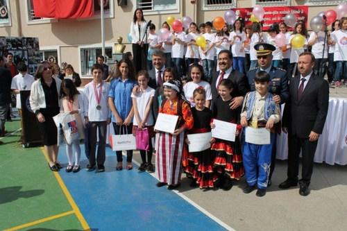23 Nisan Ulusal Egemenlik ve Çocuk Bayramı, Üsküdar ilçe kutlama programı Atatürk Ortaokulunda coşkuyla kutlandı.