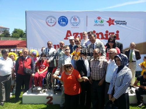 7. Özel Sporcular Atletizm Şenliği Üsküdar Burhan Felek Spor Kompleksi'nde başladı.