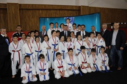 Üsküdar Belediyesi tarafından düzenlenen ve 21-27 Nisan tarihleri arasında gerçekleştirilecek ''Üsküdar Spor Oyunları'' başladı.