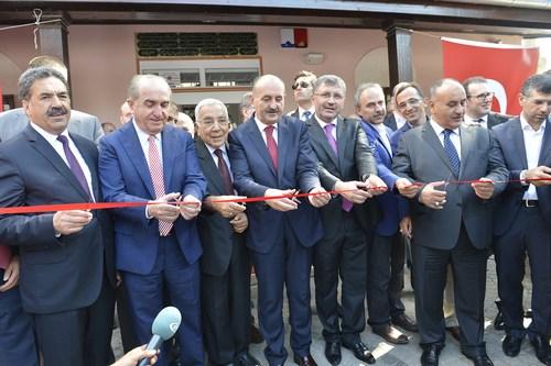 Beylerbeyi'nde restorasyon çalışması tamamlanan Abdullahağa Camii'nin açılış töreni Bakan Mehmet Müezzinoğlu'nun katılımıyla yapıldı.