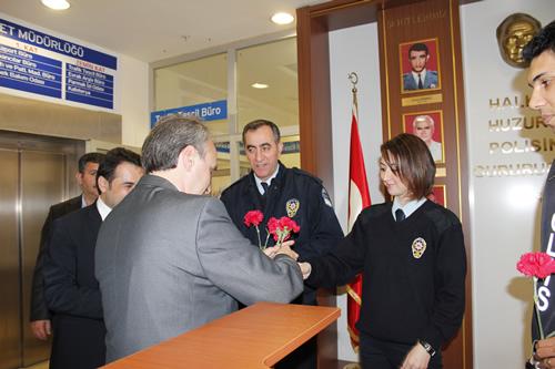 AK Parti Üsküdar İlçe Teşkilatı Polis Teşkilatı'nın 168. kuruluş yıl dönümünü Üsküdar İlçe Emniyet Müdürlüğünü ziyaret ederek kutladı.