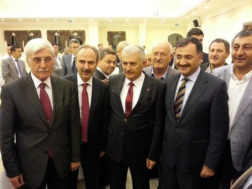 AK Parti Üsküdar İlçe Teşkilatı ''Geleneksel İşadamları Yemeği'' Ulaştırma, Denizcilik ve Haberleşme Bakanı Binali Yıldırım'ın katılımıyla gerçekleştirildi.