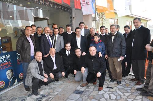AK Parti Üsküdar İlçe Teşkilatı'nın 14. Seçim İrtibat Bürosu Güzeltepe Mahallesi'nde açıldı.